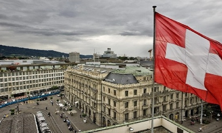 النائب العام يبحث مع نظيره السويسرى ملف أرصدة مبارك المجمدة