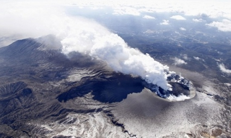 """انبعاث الرماد الأسود والأدخنة الكثيفة من بركان """"فويجو"""" فى جواتيمالا"""
