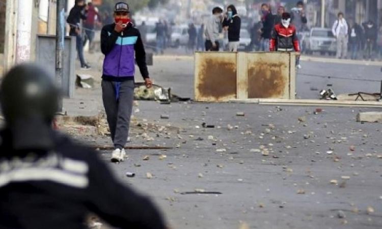 المشهد التونسى .. احتجاجات ونهب وحظر تجول