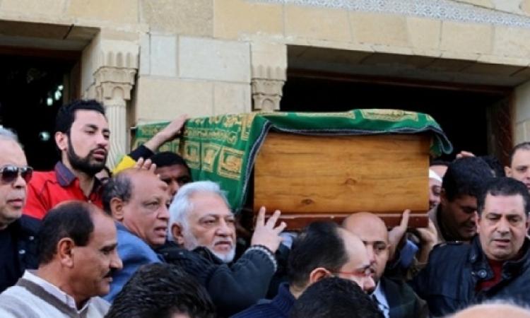 غياب الفنانين وسط حضور شعبى فى تشييع جثمان حمدى أحمد