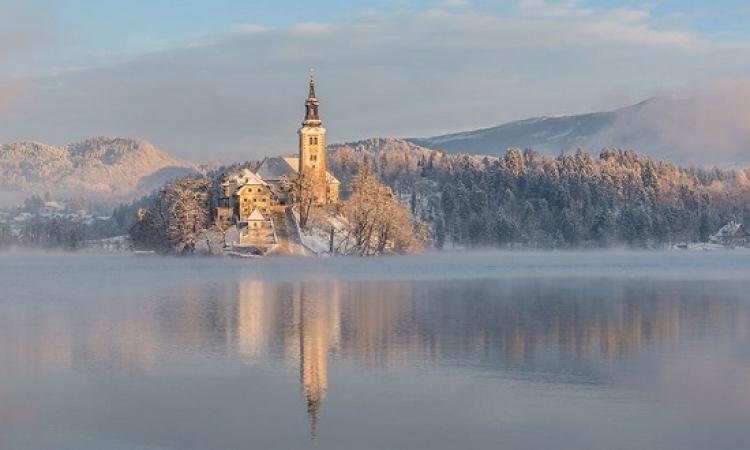 سحر بحيرة بليد فى سلوفينا فى الشتاء .. عندما يزداد الجمال جمالاً !!