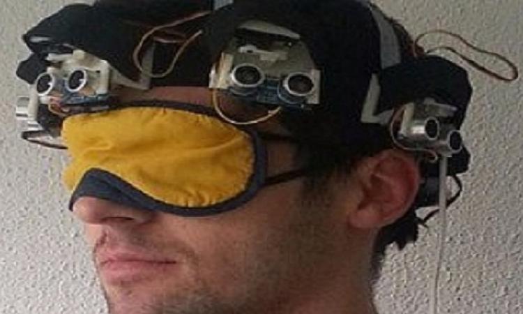 قبعة ذكية قادرة على إرشاد المكفوفين من خلال إرسال إشارات للمخ