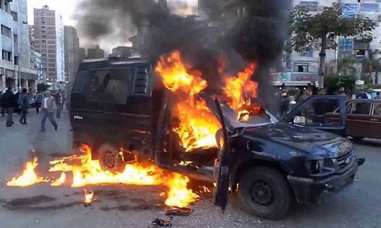 مجهولون يشعلون النار فى سيارة شرطة بالإسكندرية