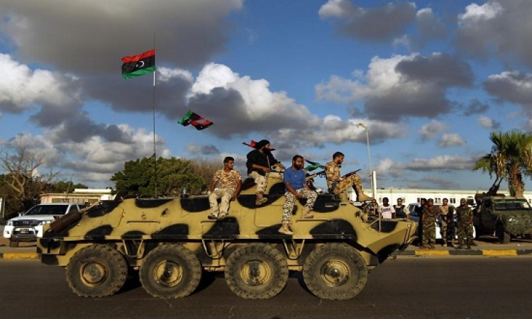 الجيش الليبى يطارد فلول الجماعات الإرهابية فى بنغازى