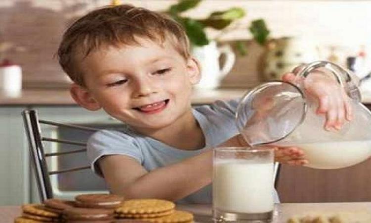 لطفلك.. الحليب والرياضة يرفعان مستوى فيتامين د
