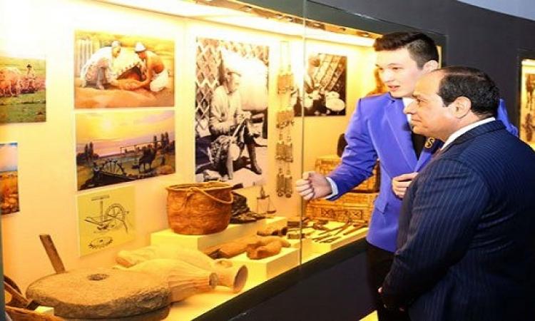 بالصور .. الرئيس السيسى يزور متحف كازاخستان الوطنى