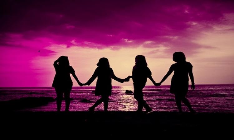 مجموعة من الحكم عن الصداقة .. الوجه غير البراق للحب!!