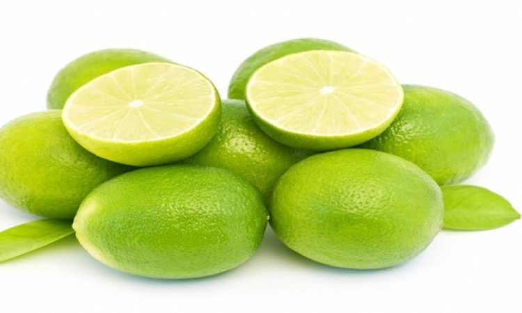 الليمون.. سلاحاً فعالاً لمحاربة قشرة الرأس