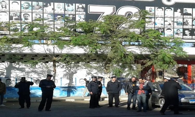 تفريق مجموعة من الألتراس قرب النادى الأهلى دون احتجازهم
