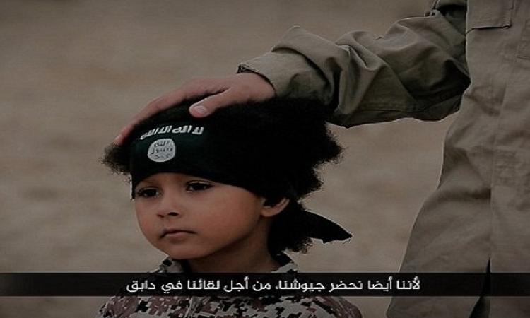 بالفيديو والصور .. داعش ينشر تسجيلاً صادماً لطفل يقتل 4 رجال