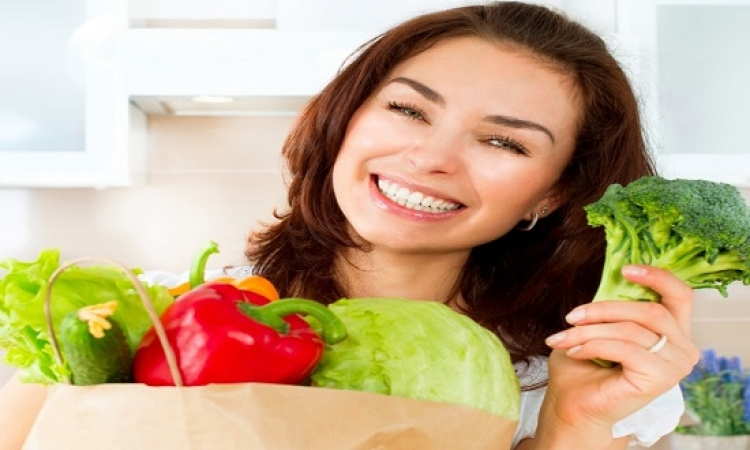 تناول الخضار والفاكهة يخلصك من تقصف الشعر