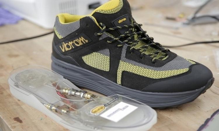 بالصور .. حذاء ذكى يشحن المحمول من حركة جسمك