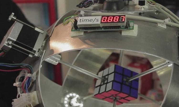 بالفيديو .. روبوت يحل لغز مكعب روبيك فى أجزاء من الثانية