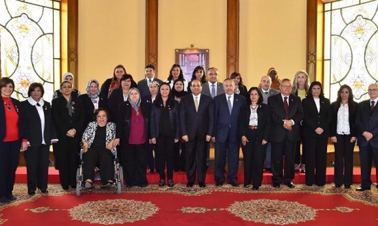 الرئيس يجتمع بأعضاء القومى للمرأة .. ويؤكد دعم الدولة لعمل المجلس