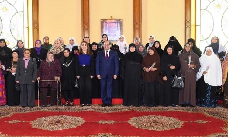 الرئيس السيسى يكرم الأمهات المثاليات من مختلف المحافظات