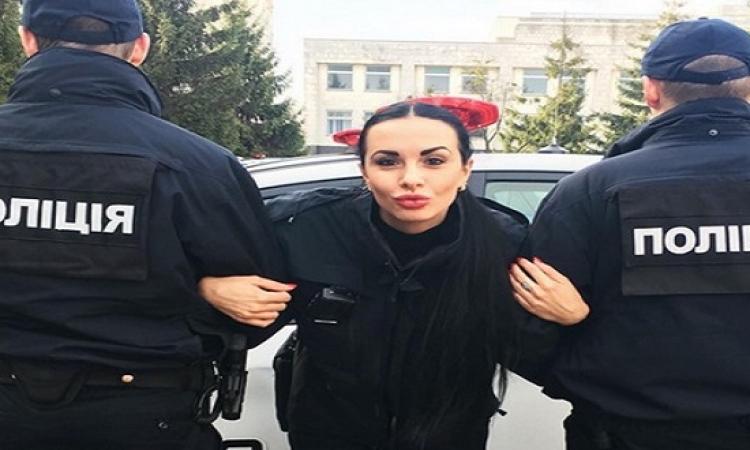 بالصور .. شرطية اوكرانية وصاروخ فى نفس ذات الوقت .. هى كده إزاى ؟!