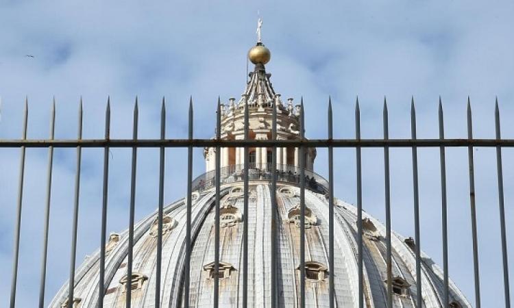 أسقف يسرب وثائق حول مخالفات واختلاسات بالفاتيكان