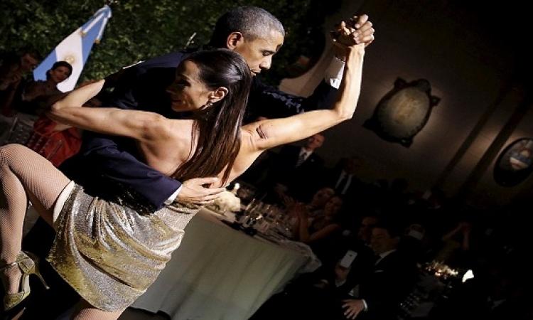 بالصور .. اوباما يرقص تانجو مع حسناء .. فينك يا ميشيل ؟!