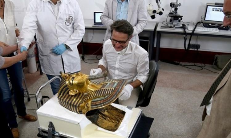 """بالفيديو.. وزير الآثار يكشف حقيقة لصق """"ذقن"""" توت عنخ آمون"""