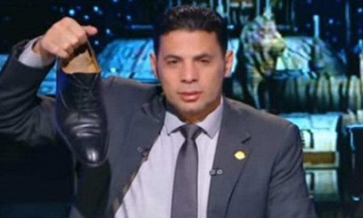 بالفيديو .. حساسين يرفع حذاءه على الهواء ردًا على ميسى : لفقراء الأرجنتين!!