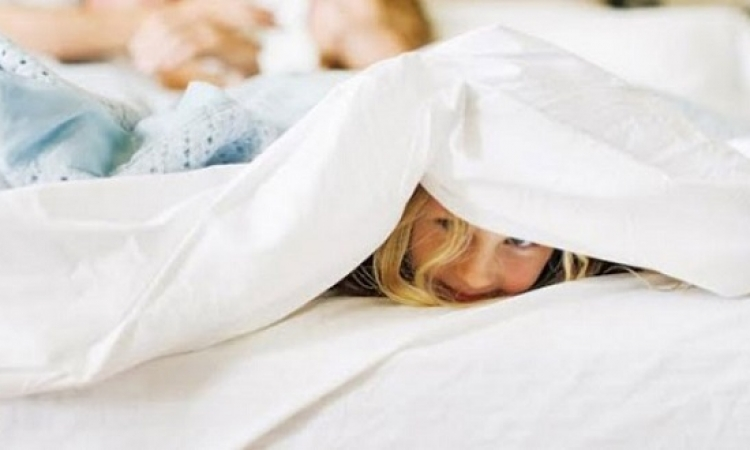 ماذا لو اخترق الطفل العلاقة الحميمية للابوين ؟