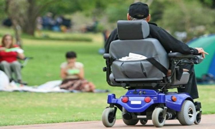 كرسى متحرك يتم التحكم به من خلال قوة التفكير