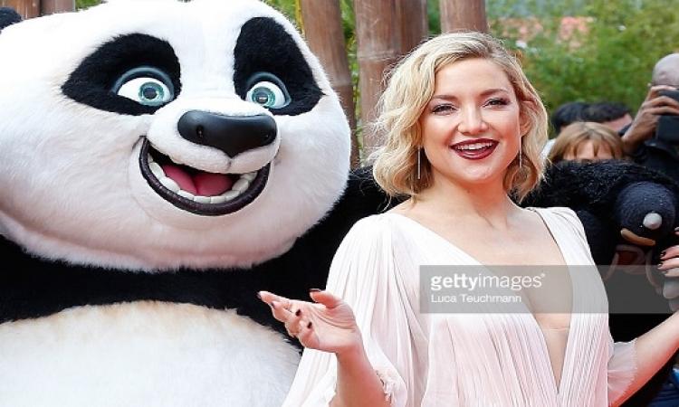 بالصور .. كيت هدسون تخطف الأنظار من الباندا !!