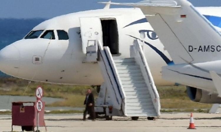 قبرص تمدد اعتقال مختطف الطائرة المصرية ثمانية أيام