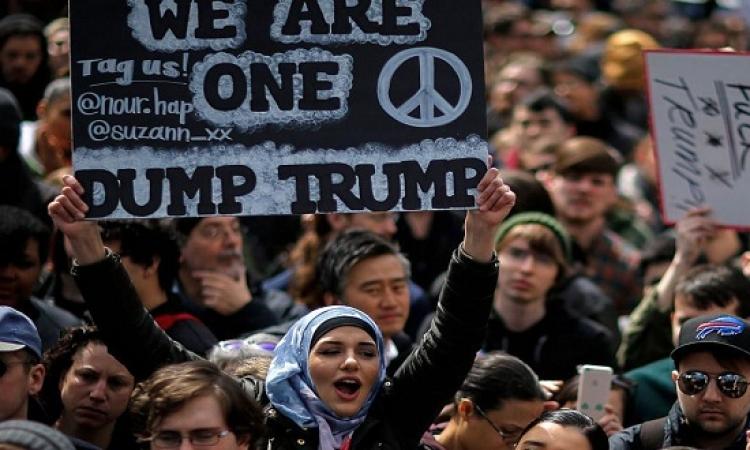 تظاهر المئات ضد ترامب فى نيويورك وأريزونا