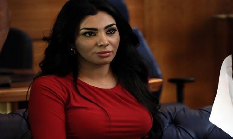 النيابة توجه 3 اتهامات لميرهان .. والفنانة : ضابط هتك عرضى !!