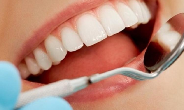5 أطعمة توقف نزيف اللثة وتحسن صحة الفم