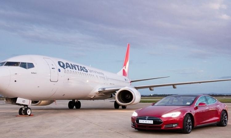 بالفيديو .. سباق مجنون بين سيارة وطائرة .. ترى من الفائز؟!