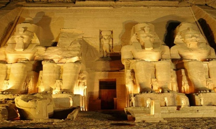 إضاءة معبدا الكرنك والأقصر غدا السبت 2 أبريل باللون الأزرق