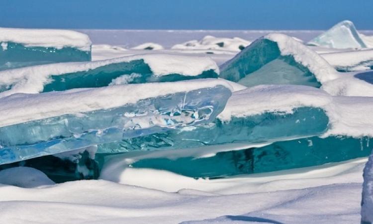 بحيرة بايكال الفيروزية المتجمدة شرق سيبيريا.. متعة وسحر الطبيعة
