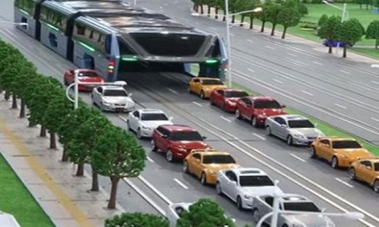 الصين تواجه الزحام .. بالاتوبيس الضخم المفرغ !!