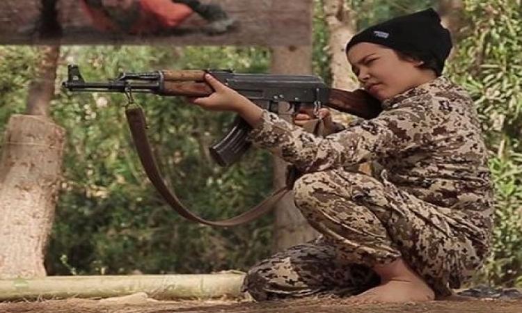 بالصور .. أطفال داعش يهددون الغرب بالأحزمة الناسفة !!