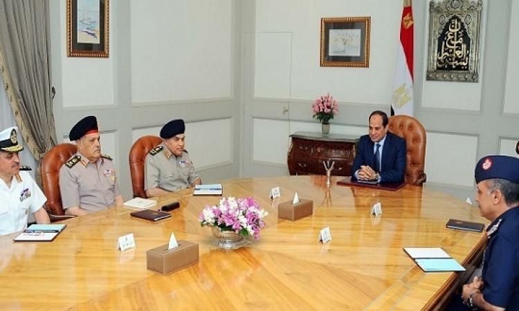 السيسى يبحث مع صدقى وقادة الجيش العمليات العسكرية فى سيناء