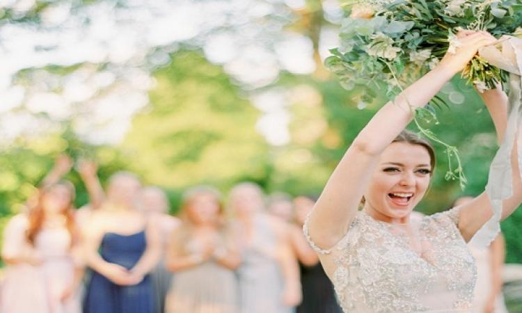 حكاية باقة ورد العروس : بدل ما يقطعوا فستانها !!
