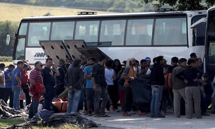"""اليونان تبدأ إخلاء مخيم """"ايدومينى"""" للاجئين على الحدود مع مقدونيا"""