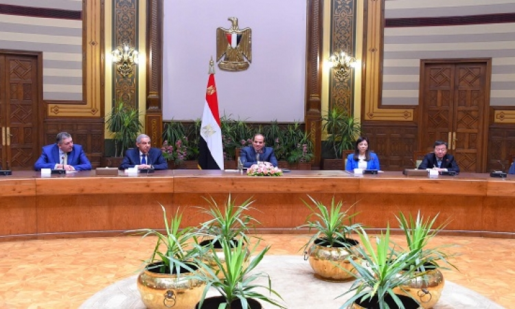السيسى يلتقى وفداً من المستثمرين العرب والأجانب