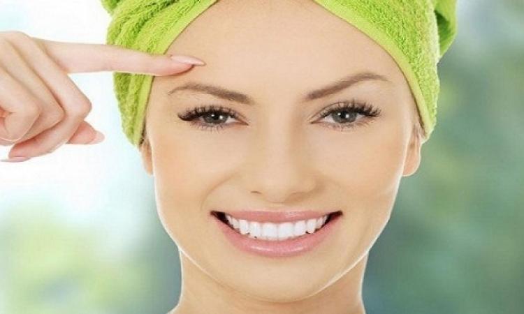 10 نصائح لتعيدى نضارة بشرتك بعد يوم مشمس