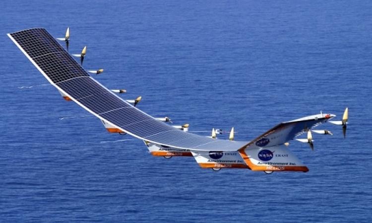 أول طائرة عاملة بالطاقة الشمسية تصل نيويورك