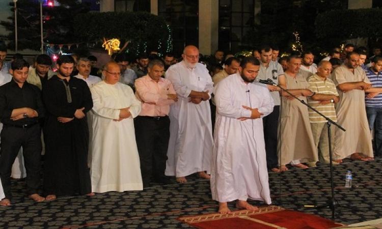 بالفيديو .. إمام مستعجل يثير جدلاً بسبب سرعته فى الصلاة