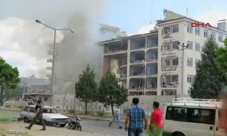قتلى وجرحى بتفجير استهدف مركزاً للشرطة جنوب شرق تركيا