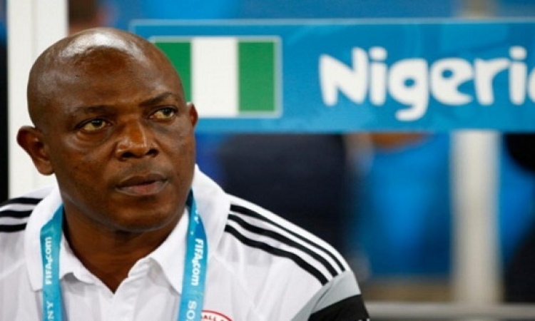 وفاة نجم ومدرب نيجيريا الشهير ستيفن كيشى