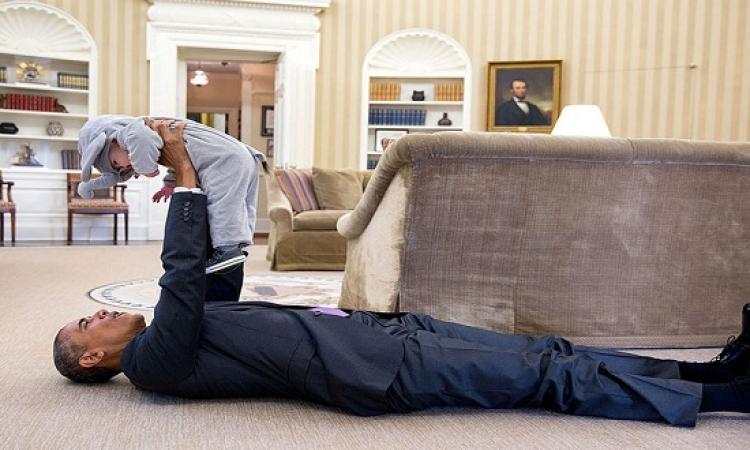 20 صورة طريفة وتلقائية لباراك اوباما : بنى آدم برضه !!