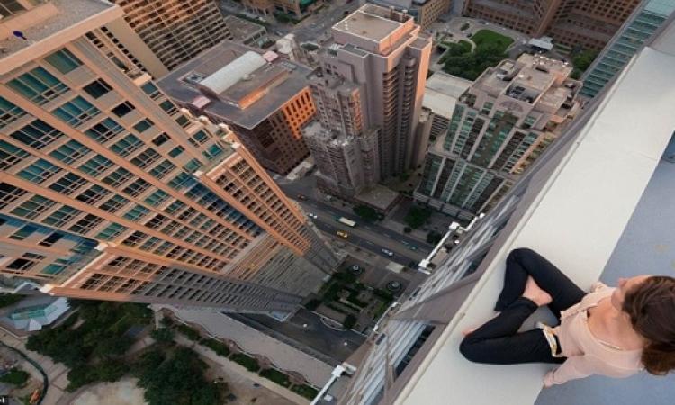بالفيديو.. فتاة ترقص على حافة ناطحة سحاب بالصين