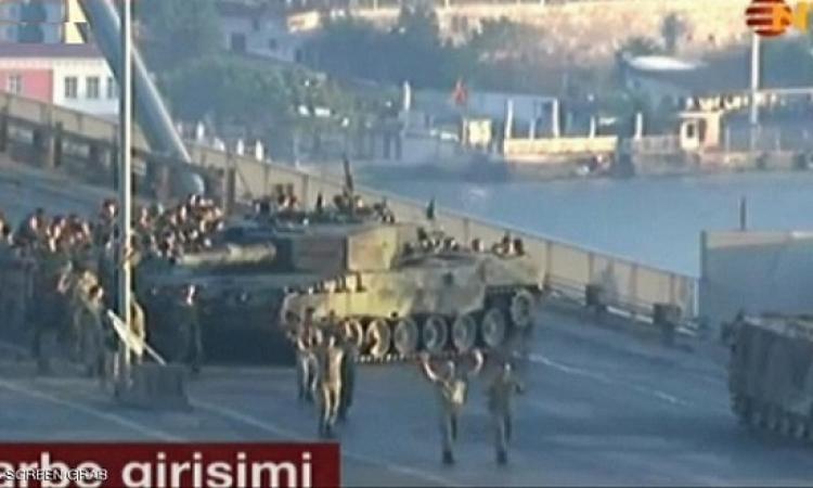 بالفيديو .. لحظة استسلام الجنود الاتراك الذين قاموا بالانقلاب