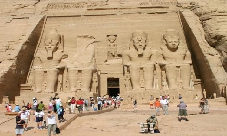 وفد العموم البريطانى: إعادة النظر فى تعليق السياحة البريطانية بمصر