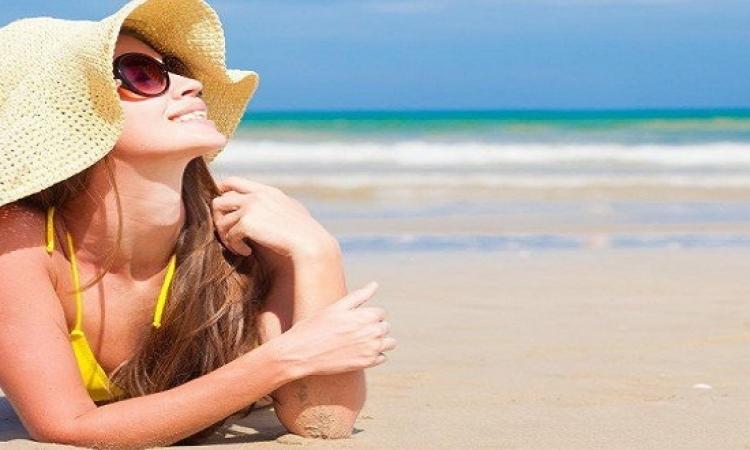 بالصن بلوك وشرب المياه.. احمى بشرتك من شمس الصيف